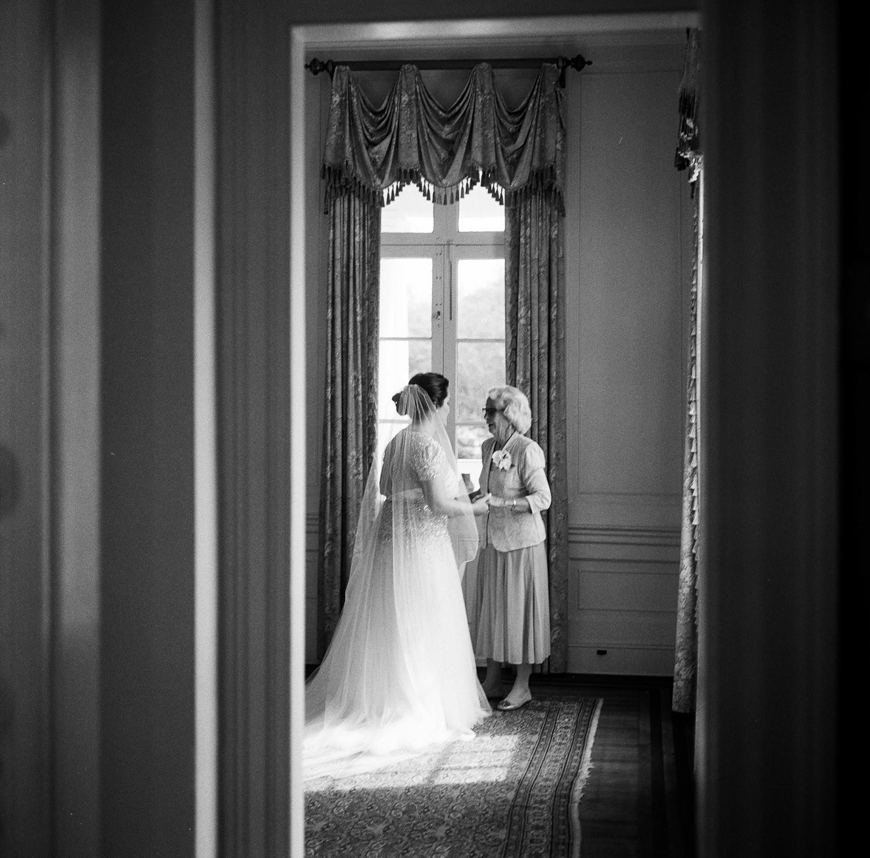 Charleston Wedding Photographers Virgil Bunao Classic Lowndes Grove Wedding in Charleston